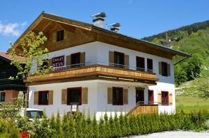 Vakantiehuis  - : Chalet Neva Saalbach