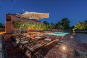 Vakantiehuis  - : Holiday home Sestan