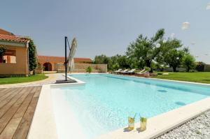 Vakantiehuis  - : Luxury Villa Mario