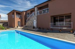 Vakantiehuis  - : Apartment Complex Valtrazza with Common Pool / Two
