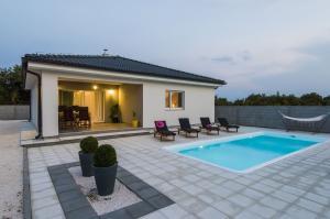 Vakantiehuis  - : Villa Dreams