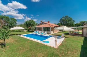 Vakantiehuis  - : Beautiful Villa Ruza with Pool in Peaceful and nic